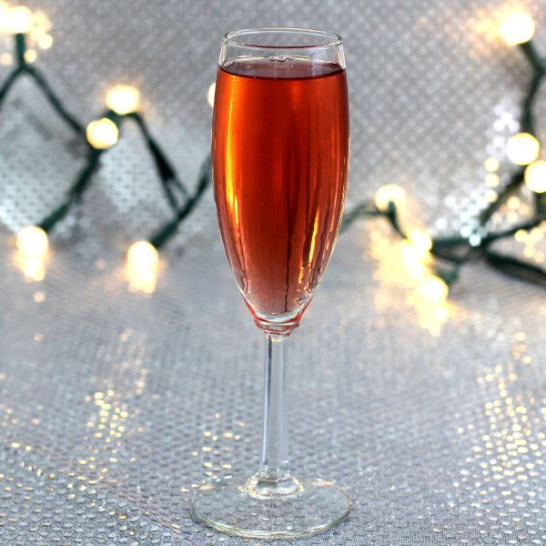 Poinsettia drink recipe: cranberry juice, champagne, Cointreau