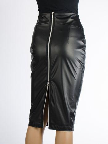 Kokerrok Julietta in zwarte leatherlook - Designed by Tubino Uitdagende kokerrok om geraffineerd en stijlvol uit te zien. Het is gemaakt van leatherlook en geheel gevoerd met viscose voor een hoog draagcomfort.