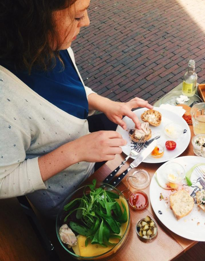 Lof Der Zoetheid Rotterdam | Great place to lunch. Try the home made iced tea and scones. A mom and daughter are running this place with love. Everything served has an organic background. #thisisnhow #food #lunch #cityguide #rotterdam #organic