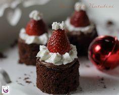 """I """"Brownies Natalizi"""" sono un modo divertente per preparare semplici e golosi dolcetti natalizi."""