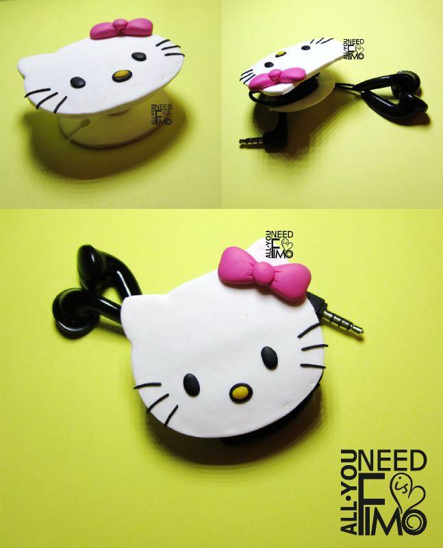 Avvolgicavo in fimo ispirato a Hello Kitty INFO QUI: https://www.facebook.com/AllYouNeedIsFimo/photos/a.937250929688782.1073741828.932013750212500/997910353622839/?type=3&theater \/ #fimo #polymerclay #artigianato #fattoamano #handmade #hellokitty #cat #whitecat #ribbon #pink #earphones #headphones #avvolgicavo #cablewinder #auricolari #cuffie #earphones #headphones #diy #ooak