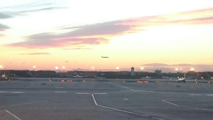 北京空港の夕暮れ