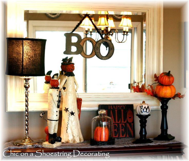 Chic on a shoestring decorating halloween vignette for Decor vignette