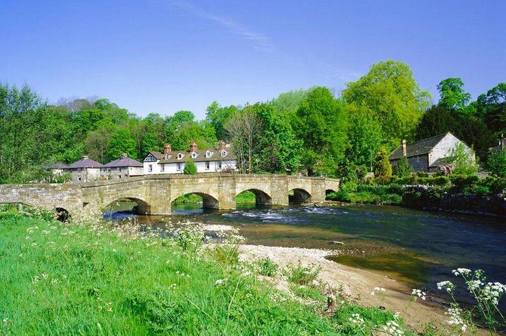 Таинственный национальный парк Пик Дистрикт. Древний арочный мост через реку Уай в «Эшфорд в воде». (Фото: Getty Images)