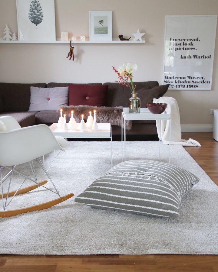 Es wird kuschelig.... - Foto von Mitglied Röda Hus #solebich #interior #einrichtung #inneneinrichtung #deko #decor #christmas #advent #weihnachten #cushion #pillow #eamesarmchair #traytablehay #Bojesenaffe #blanket #decke #kissen #candle #kerze #livingroom #wohnzimmer