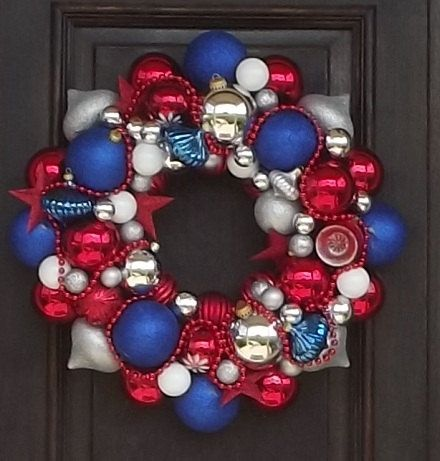 4th of July wreathChristmas Wreaths, Holiday Ideas, Blue Christmas, July Wreaths, Patriots Wreaths, Red White Blue, 4Th Of July, July 4Th, Christmas Garlands