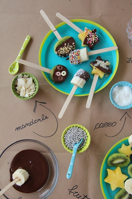 Such a great idea for a kid party! A fruit/chocolate fondue!