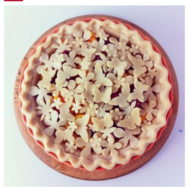 Beautiful pie crust idea.