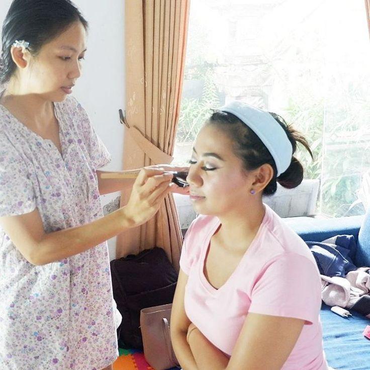 On process . . . . MakeUp and Hairdo for photoshoot, prewedding, wedding, birthday, attending party etc.  Selera Make Up and Hairdo all by request. kebersihan makeup dan alat makeup kami jaga. Produk yang kami gunakan adalah produk ternama dan bagus (ga bisa kami sebutkan satu persatu)  For booking please contact us :  Line : trisnawidayanti Wa : 085738506625 'Flower by : @astuagung_handmade -------------------------------------- #makeup #makeupartist #makeupartistry #mua #muabali #kanhamua…