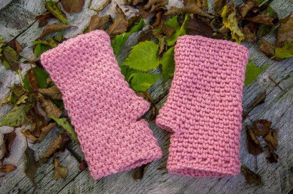 Bekijk dit items in mijn Etsy shop https://www.etsy.com/nl/listing/475215412/roze-gehaakte-handschoenen-vingerloze