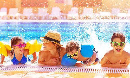 A Hotel Atlantis****superior immár 5 éve fogadja vendégeit szeretettel és részesíti őket a kikapcsolódás feledhetetlen élményében. Nem túlzás azt mondani, hogy összehozzuk a családokat, szülőket, nagyszülőket, kicsiket és nagyokat, hiszen nálunk mindenki megtalálja a számára megfelelő szolgáltatást. Hisszük, hogy a legjobb dolog ezekben a wellness hétvégékben, nyaralásokban, hogy pihenés közben is együtt lehet végre a család. A mindennapi gondokat hátrahagyva élvezhetik egymás társa...