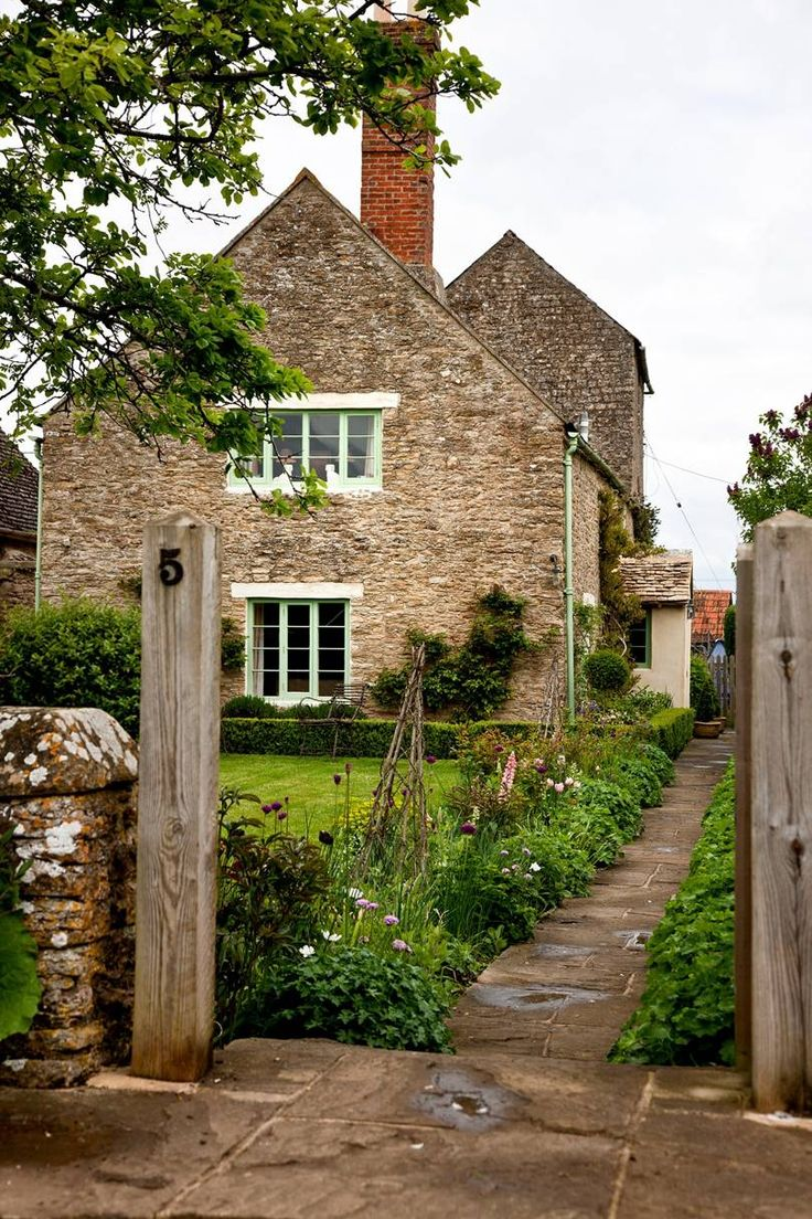 10 dream English cottages and their interiors