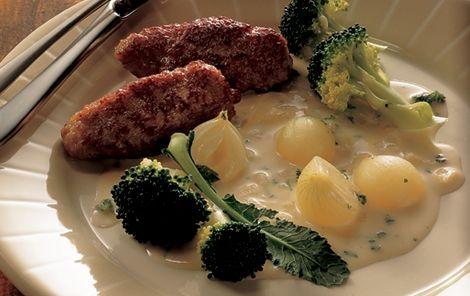 Sauce med 3 slags løg Dejlig mælkesauce med zittauerløg, skalotteløg og hvidløg. God til fx frikadeller!