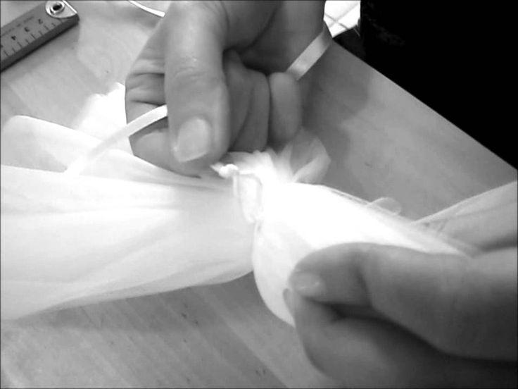 TUTO comment faire des pompons en tulle (how to make wedding pom poms), via YouTube.