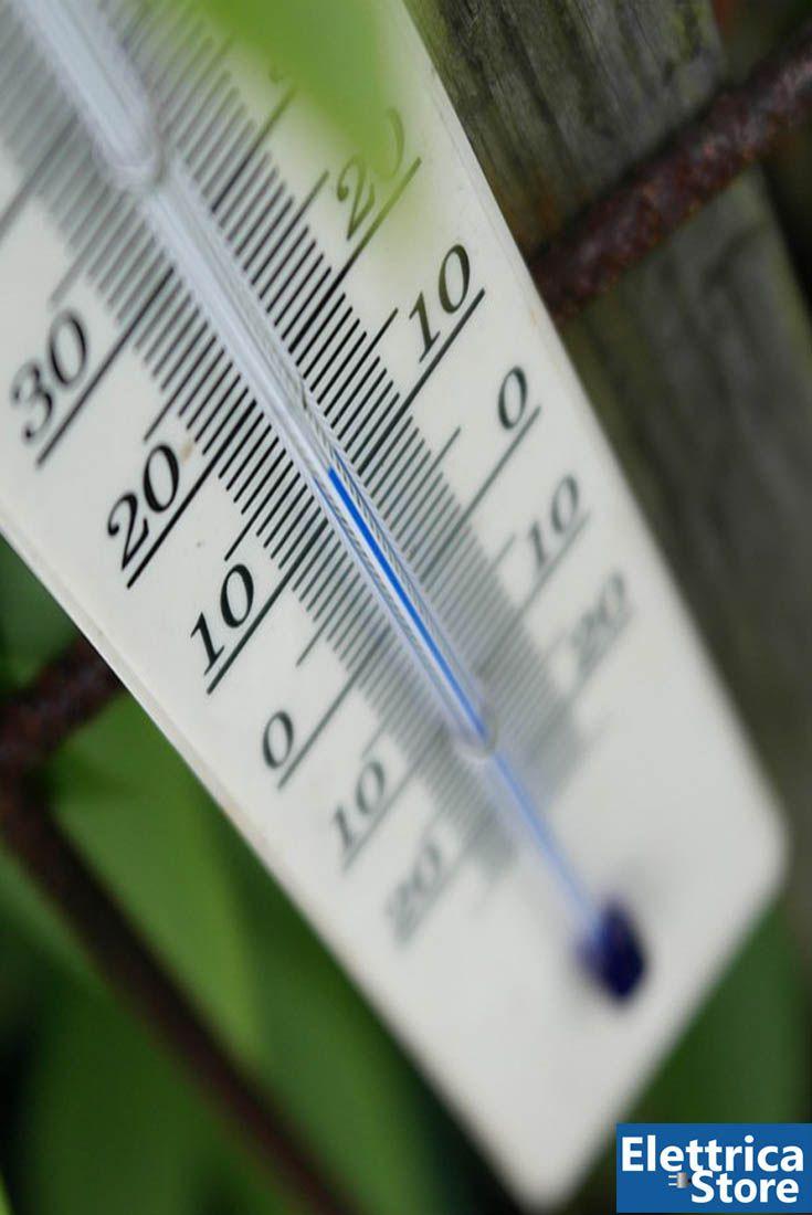 I #decreti 412/93 e 551/99 stabiliscono le #temperature ideali negli ambienti chiusi: 20 gradi per uffici, abitazioni e scuole e 18 gradi per i locali in cui si svolgono attività artigianali e industriali