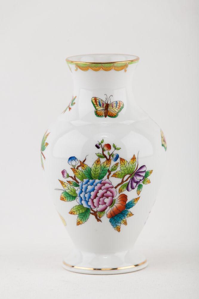 HEREND Queen Victoria  Vase Porcelain  Hungary
