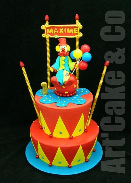 circus and clown birthday cake