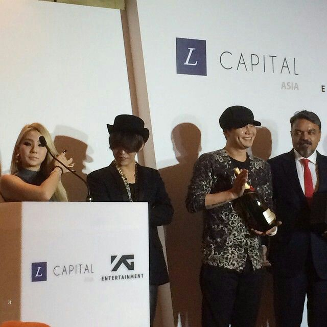 G-Dragon with CL, Winner, Yang Hyun Suk, and Yang Min Suk at the contract signing ceremony of YG Entertainment and L Capital Asia (Louis Vuitton's private equity firm) held at Ritz Carlton Singapore on September 13