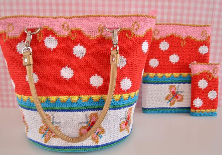 Een gratis Nederlands haakpatroon van een Oilily Look Like tas. Kom voor het haakpatroon van deze mooie tas naar haakinformatie.nl