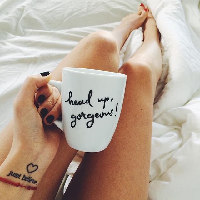 coffe cliche_mugs legs bed morning