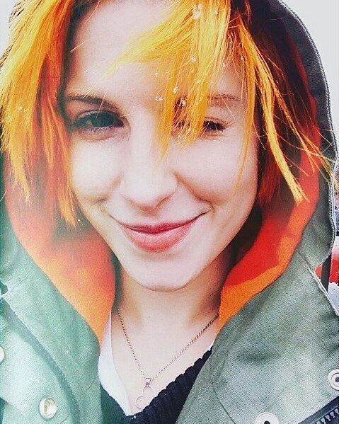 "374 Me gusta, 1 comentarios - One of those crazy girls (@palomafences) en Instagram: "". . . . . . . . #hayleywilliams #yelyahwilliams #paramore #orangehair #haircolor #dyedhair…"""