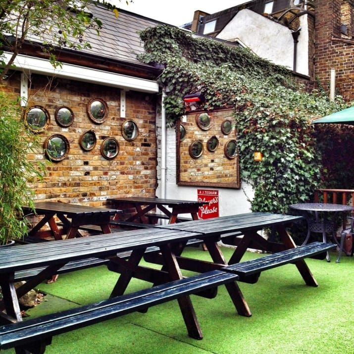 If you're killing a bit of time before dinner at one of Bermondsey Street's great restaurants, or just looking for a nice big garden just off London Bridge's tourist trail, then you can't get better than The Woolpack.