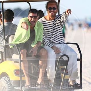 """@ricky_martin и #EdgarRamirez на съёмках сериала """"Версаче: Американская история преступлений"""" 08.05.2017. Премьера - в 2018 году. #RickyMartin #Ricky_Martin #РикиМартин #series #actors #celebrity #men #guys http://tipsrazzi.com/ipost/1510742648712722535/?code=BT3PG9Ljfhn"""