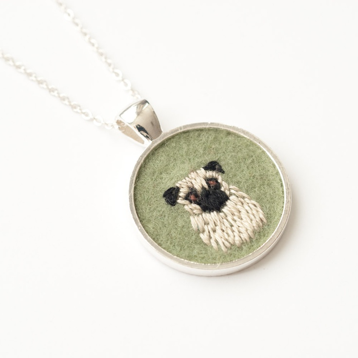 Pug Dog Embroidered Felt Necklace from von KnitKnit, via Etsy.