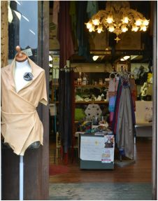 Shopping in Venice Italy, Clothing in Venice Italy, Vintage shops in Venice Italy, Handmade Clothing in Venice Italy, Cobbler in Venice Italy