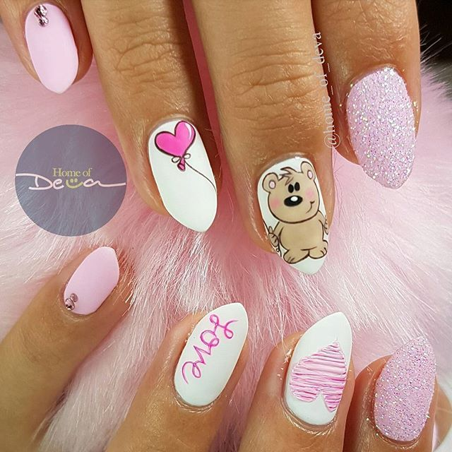 Love is in the air ❤ #MessageOfTheDay #PositiveVibesOnly #ValentinesNails #FreehandNailArt #Glitter #Swarovski #UglyDucklingNails #HomeofDeva #Suriname #2017 *Matte Gel Polish Top Coat from @uglyducklingnails*