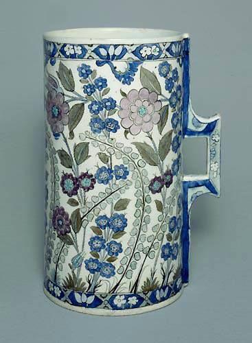Turkey/ İznik / Fritware / Underglaze painted / Tankard / Height: 30 cm / Otoman period / ca. 1550 / Museu Calauste Gulbenkian / Lizbon / Portekiz
