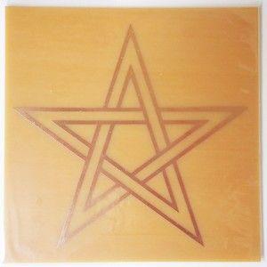 """Placa Radiônica Estrela de Cinco Pontas significa proteção contra agentes do mal, segurança e iluminação. Os Druídas, magos e alquimistas usavam este símbolo como protetor contra espíritos """"maléficos"""" e forças """"demoníacas"""" >>> http://www.dhonellalojavirtual.com.br/radionica/2292-placa-estrela-de-cinco-pontas-cobre-g.html"""