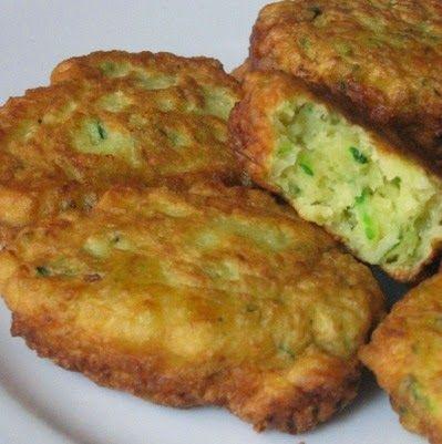 Imagen: www.comidayvinos.com   Necesitamos   1 calabacín con piel  1 cucharadita de sal  100 gramos de cebolla en trozos  30 gramos de ace...
