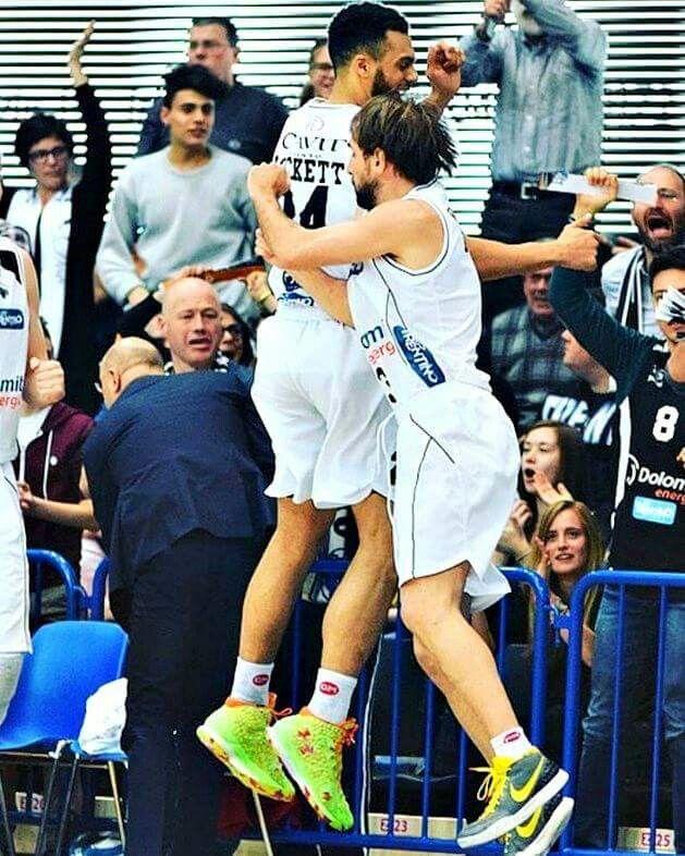 Aquila Basket Dolomiti Energia. #basket #socks #CalzeGMteams More info: http://goo.gl/Woq2Yd