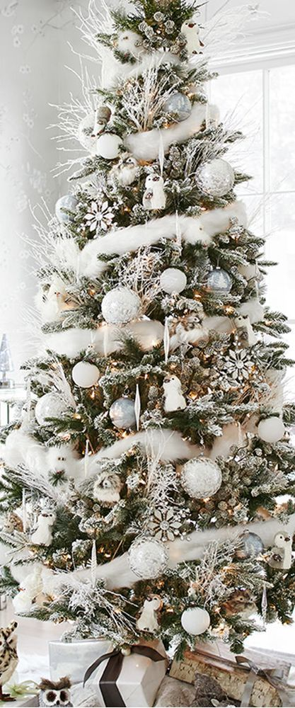 holiday christmas tree inspirations. christmas tree ideas. how cute is this christmas tree.