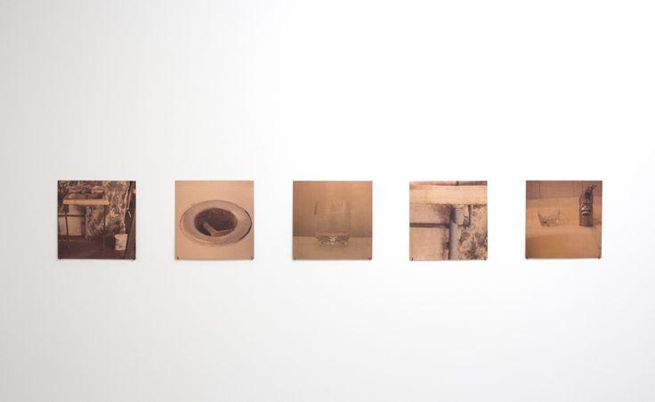 """Fotografía sobre cobre """" lavamanos"""" Expo en Mac Bogotá , Carolina Oltra 2016"""