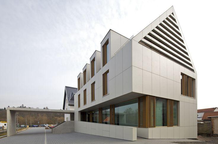 Vorgehängte hinterlüftete Fassade: Mit Luftstrom gegen Wasserdampf - bauemotion.de