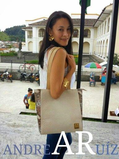 Leather Handbag Entrañable