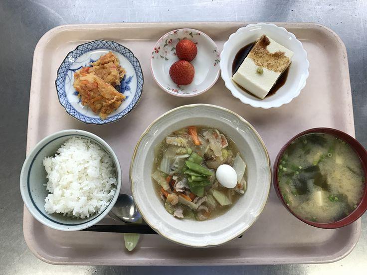 1月9日。八宝菜、人参のちぢみ風、ごま豆腐、豆腐とワカメの味噌汁、イチゴでした!八宝菜が特に美味しかったです!620カロリーです
