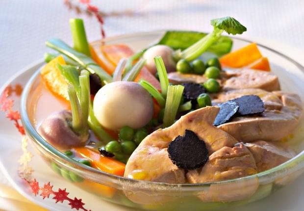 Le pot-au-feu de foie gras par Jean-François Piège Ce plat traditionnel prend des airs de fête avec le foie gras. Voir la recette du pot-au-feu de foie gras