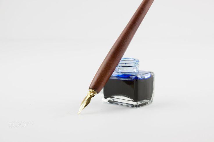 Πένα και μελάνι που απομονώνονται σε λευκό με cionca Bogdana για 500px