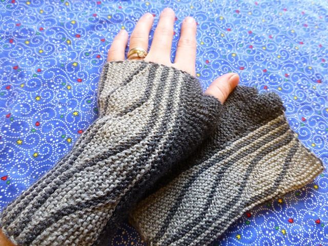 Fingerless Gloves Knitting Pattern Ravelry : Free - Ravelry: Project Gallery for Short-Wave Mitts pattern by Sybil Ramkin ...