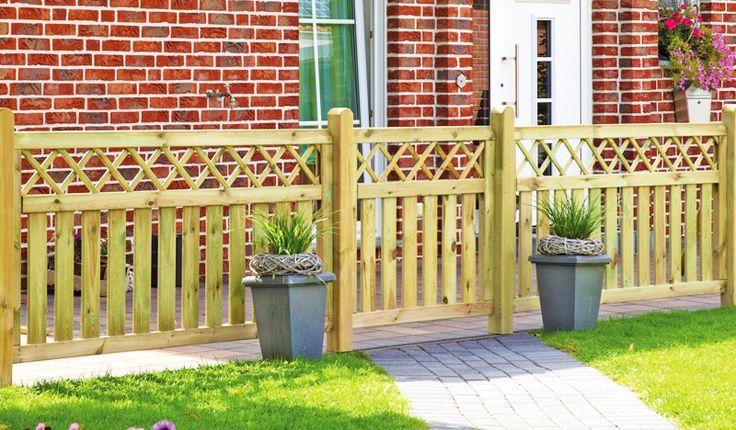 Die Gartenzaun Elemente Westerland sind aus der Kiefer und Fichte hergestellt. Der Holzzaun besticht durch ein extravagantes Design, das alle Gartenfreunde anspricht. Die Zaunelemente haben die Maße 100 x 90cm und 180 x 90cm. Diese und weitere Holzzäune finden Sie unter http://www.meingartenversand.de/gartenzaun/holz-gartenzaeune.html