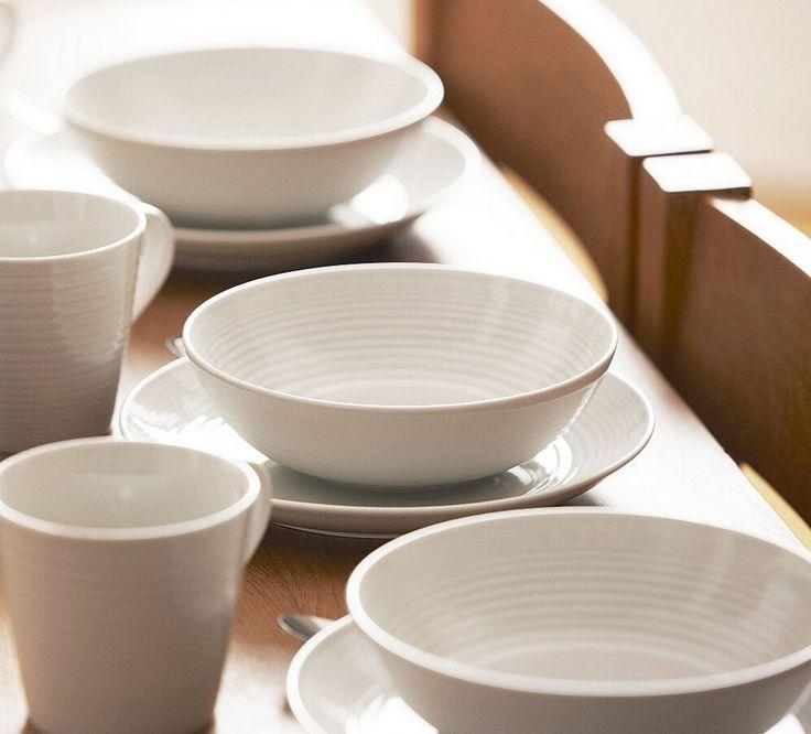 In samenwerking met de beroemde TV chef-kok Gordon Ramsay, is een prachtige servies collectie op de markt gebracht, namelijk de Royal Doulton servies Gordon Ramsay!