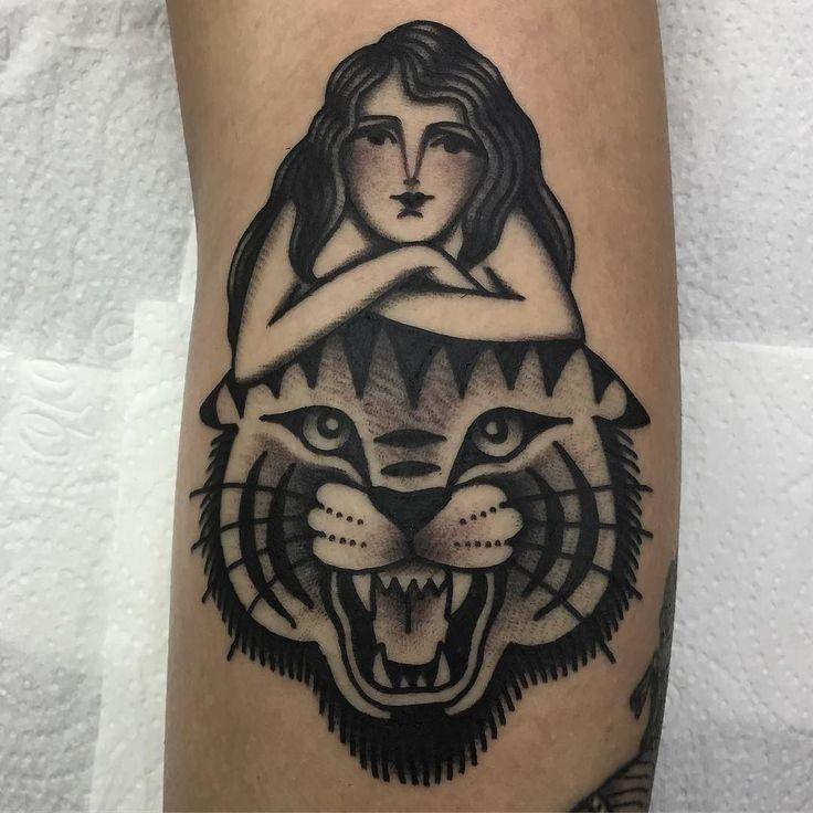 Tatuagem de tigre feita por Bruna Yonashiro no estilo old school. #tatuagem #tattoo #tradicional #oldschool