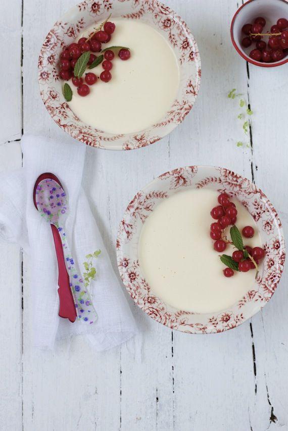 Buttermilk pannacotta. ♡Fruit, Food Style, Plates, Beautiful, White Dishes, Mason Jars, Panna Cotta, Buttermilk Pannacotta, Berries