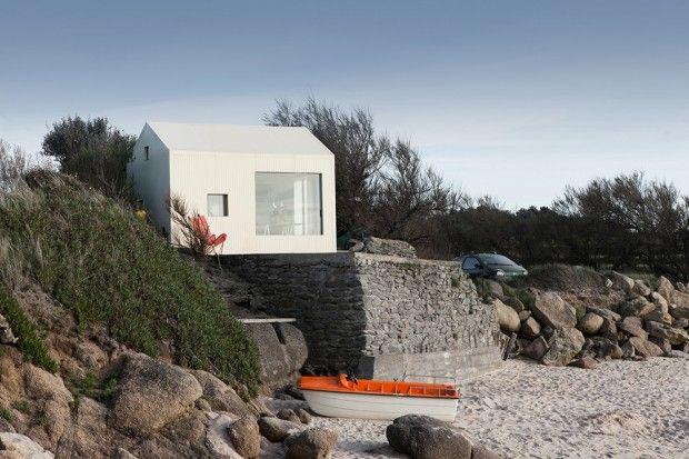 Rénovation dune ancienne petite maison de pêcheur par FREAKS architecture