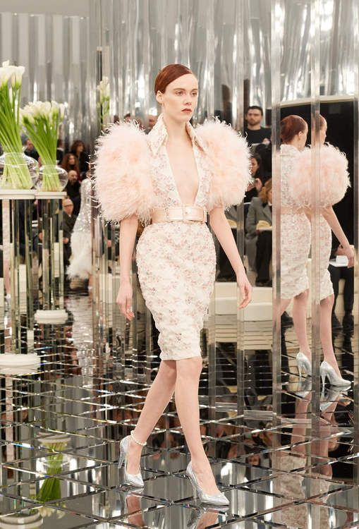 Le défilé Prêt-à-porter Printemps Ete 2017 Haute Couture sur le site officiel de CHANEL