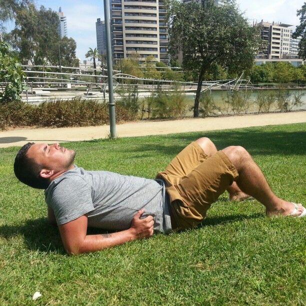 Chilling out in barcelona #barcelona #park #sun #sunbathe