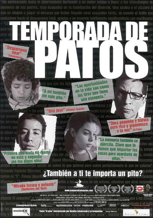 Temporada de patos (2004) Director: Fernando Eimbcke - Flama y Moko, dos amigos adolescentes, tratan de aprovechar la ausencia de los adultos para pasar un día a base de comida basura, refrescos y videojuegos en un apartamento de Tlatelolco. Pero dos personajes inesperados irrumpen en la escena: Ulises, un frustrado repartidor de pizzas, y Rita, una vecina que llama a la puerta buscando dónde hornear un pastel. TEMA LGBT *